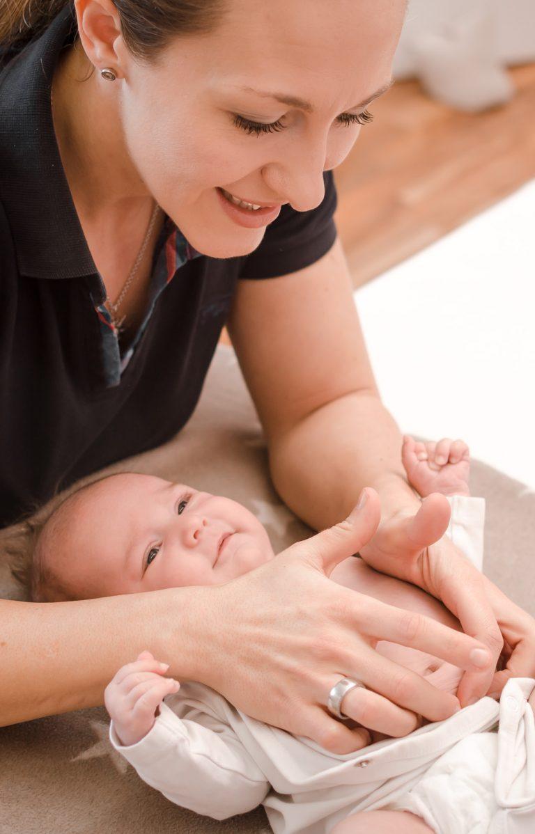 Osteopathie bei Neugeborenen zur Behandlung von Schlafstörungen und Blähungen