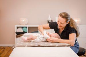 Osteopathische Behandlung bei einem Neugeborenen